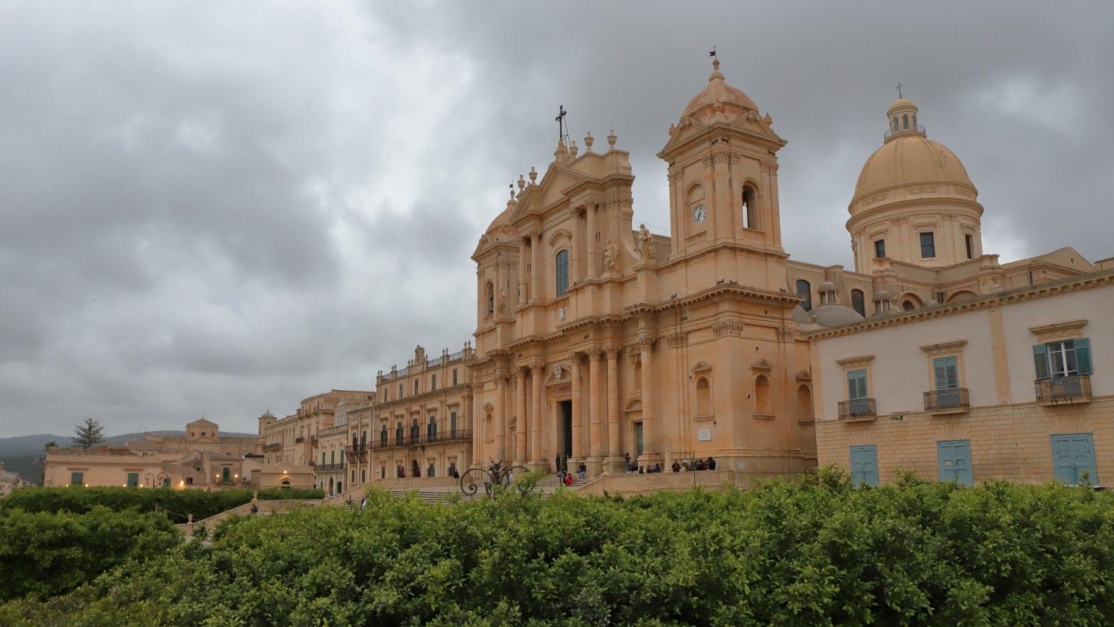 From Naples to Sicily and back through Apulia to the home. Od Neaplja do Sicilije in nazaj skozi Apulijo proti domu.