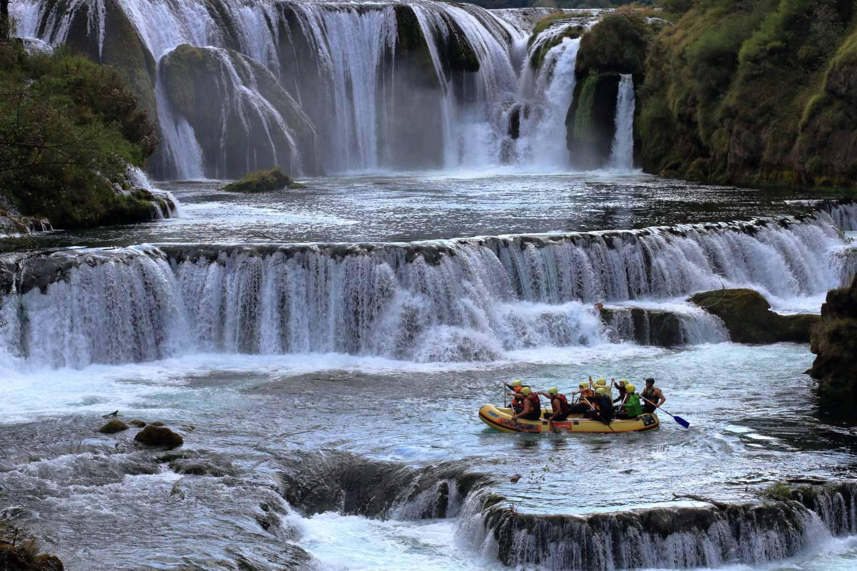 Strbacki buk, slapovi na reki Uni